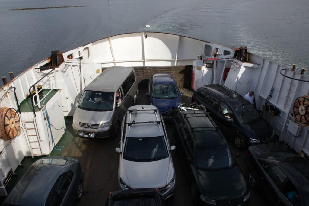 Auto-Tetris: auf einer der Fähren bis Sandnessjøen